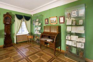 Puşkin Moskova'da yaşadıüı dönemde bu evde yaşamıştır. Arbat caddesindekşi ev günümüzde müzedir.